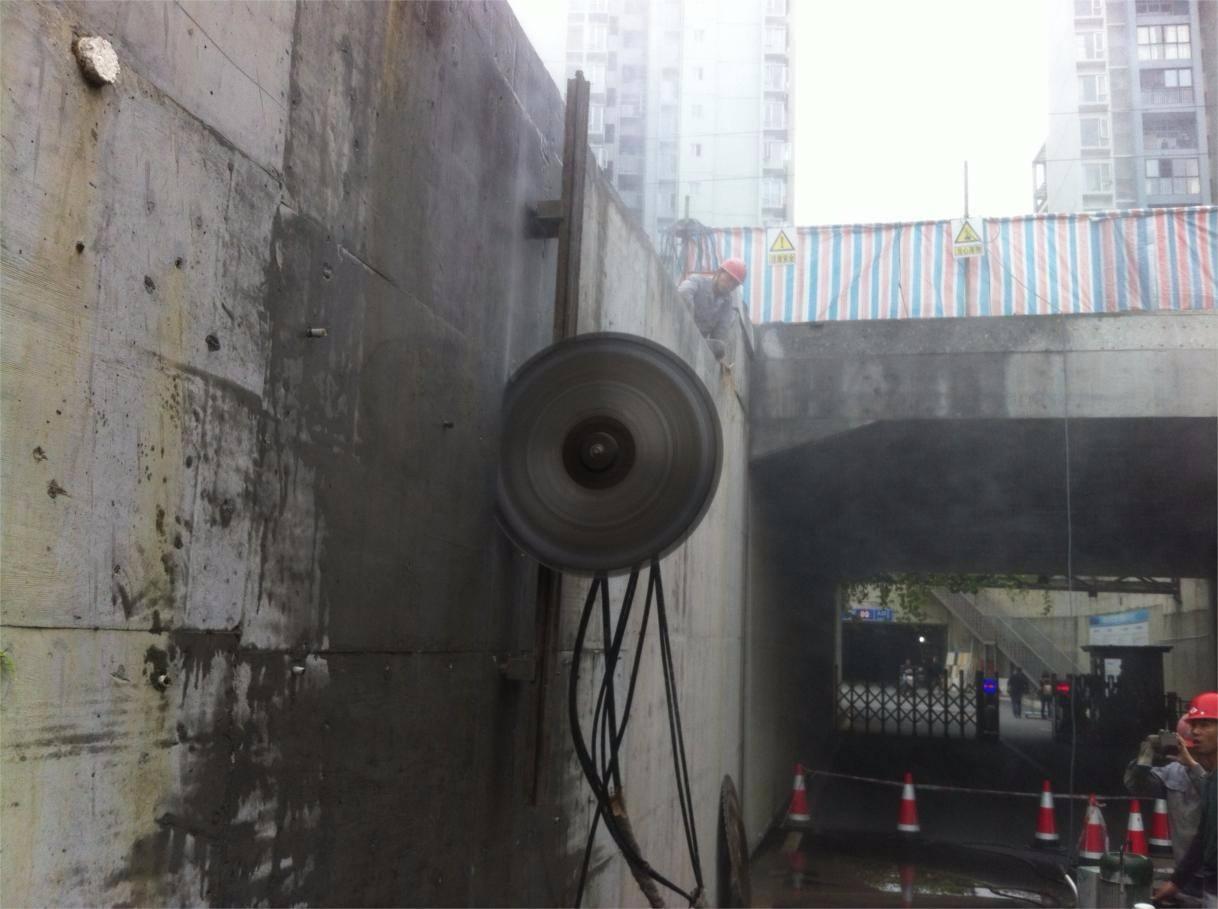 北京混凝土切割:高架桥梁切割改造问题